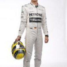 Nico Rosberg posa con su nuevo casco