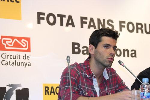Jaime Alguersuari respondiendo a una de las preguntas de los aficionados