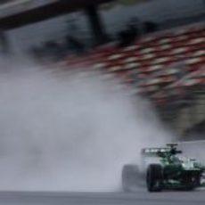 Charles Pic rueda sobre mojado en Barcelona