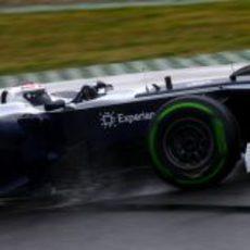 Valtteri Bottas con los intermedios en el Circuit de Catalunya
