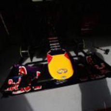 El Red Bull RB9 enseña su morro en el garaje
