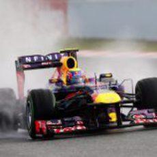 Mark Webber sobre mojado en el Circuit de Catalunya