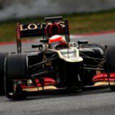 Romain Grosjean con su Lotus E21 en la chicane de Montmeló