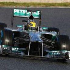 Lewis Hamilton con neumáticos de lluvia en Barcelona