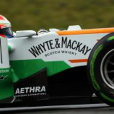 Paul di Resta con neumáticos intermedios en su Force India