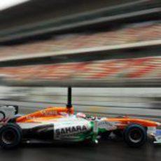 Paul di Resta sale de boxes en el Circuit de Catalunya