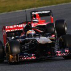 El Toro Rosso de Vergne por delante del Marussia de Chilton