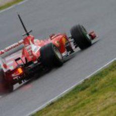 Fernando Alonso pilota su Ferrari F138 en el segundo día de test