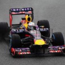 Sebastian Vettel volvió a subirse al RB9 en Barcelona