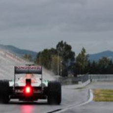 Adrian Sutil saliendo del pitlane del Circuit de Catalunya