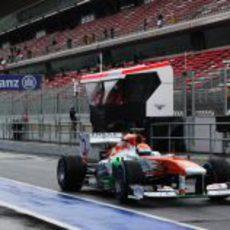 Adrian Sutil rueda sobre mojado