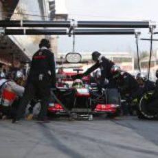 Práctica de parada en boxes para Sergio Pérez y McLaren
