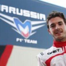 Jules Bianchi sonríe tras encontrar su hueco en Marussia para 2013