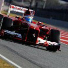Fernando Alonso sale a la pista con su Ferrari F138