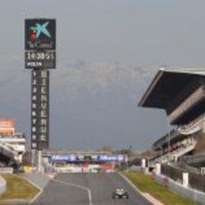 Último día de test en el Circuit de Catalunya con nieve de fondo