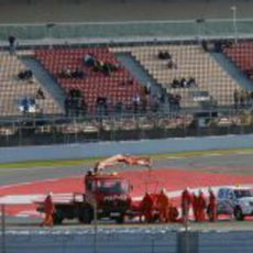 Felipe Massa se estrella en la curva de La Caixa
