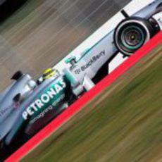 Nico Rosberg vuela con su Mercedes en Montmeló