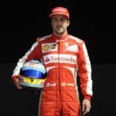 Fernando Alonso posa para los fotógrafos
