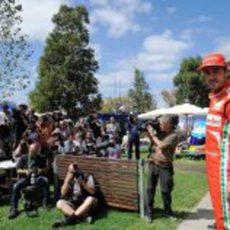 Fernando Alonso delante de los fotógrafos