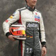 Nico Hülkenberg posa con su nueva equipación