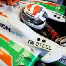 Adrian Sutil se prepara a los mandos del VJM06