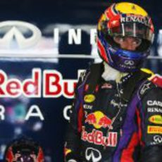 Mark Webber se dispone a subirse al RB9
