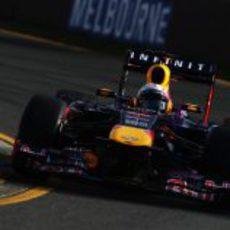 Sebastian Vettel empieza liderando en Melbourne