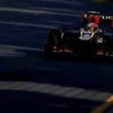 Romain Grosjean aborda una recta en Melbourne