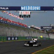 Valtteri Bottas pasa por la recta de meta de Melbourne