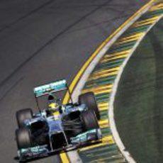 Lewis Hamilton pilota su Mercedes en los primeros libres