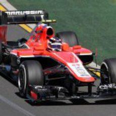 Max Chilton rueda con el MR02 en los Libres 1 del GP de Australia 2013
