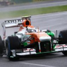 Adrian Sutil en la primera curva de Albert Park