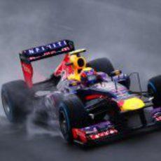 Mark Webber con neumáticos de lluvia extrema