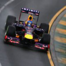 Sebastian Vettel en la primera curva