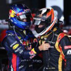 Sebastian Vettel felicita a Kimi Räikkönen