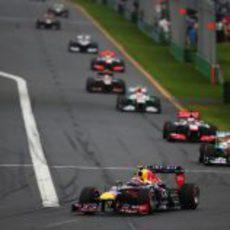 Mark Webber trata de recuperar posiciones en Melbourne