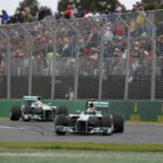 Los dos Mercedes rodando en formación