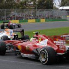 Felipe Massa persiguiendo a Adrian Sutil y Sebastian Vettel