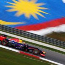 Mark Webber con su RB9 en los primeros libres del GP de Malasia