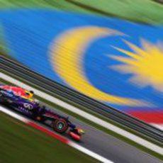 Sebastian Vettel probando el neumático duro en los libres 1 del GP de Malasia