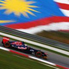 Daniel Ricciardo en los primeros instantes de los libres en Malasia