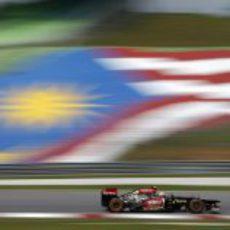 Romain Grosjean probó un nuevo alerón delantero en Sepang