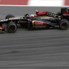 Romain Grosjean disputa los Libres 1 del GP de Malasia 2013