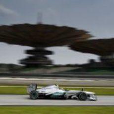 Lewis Hamilton trata de encontrar el ritmo en el W04