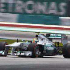 Lewis Hamilton rueda con el compuesto duro en Malasia