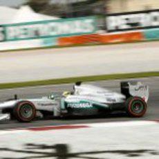 Nico Rosberg rueda en el GP de casa de su equipo