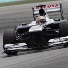 Pastor Maldonado trata de sacar rendimiento al coche en Sepang