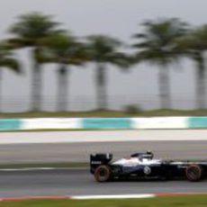 Valtteri Bottas rueda en el circuito de Sepang