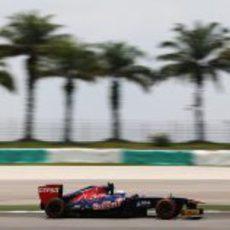 Daniel Ricciardo afronta los Libres 3 en Malasia