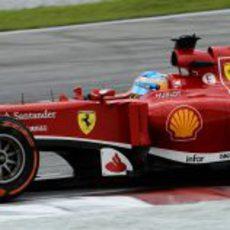 Fernando Alonso rueda en los Libres 3 del GP de Malasia 2013